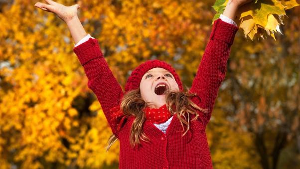 child_girl_autumn_leaves_mood_67374_602x339